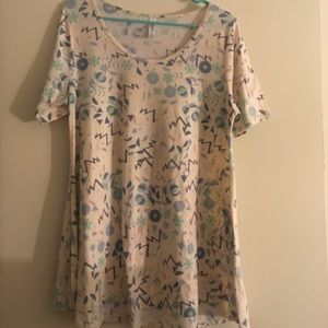 LuLaRoe Perfect Tee Medium